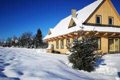 Nasza chata w śniegu